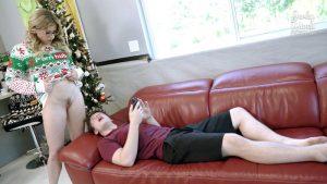 ดูหนังโป๊ออนไลน์ Step Mom gives up her Body for Christmas – Cory Chase